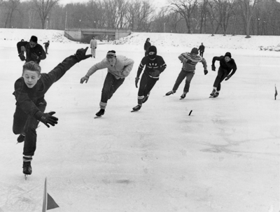 Ice_skating_children_at_Pettibone_Lagoon.jpg