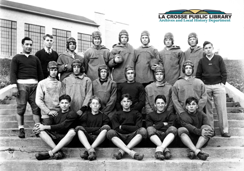 Lake_Mills_1929_undefeated_football_team_credit.jpg