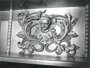 Carving_detail_-_1980_-_Don_Sutor_photo_300_px.jpg