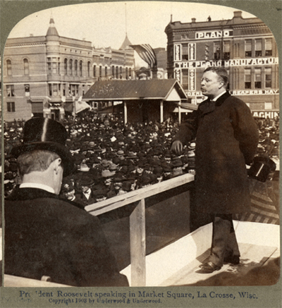 Underwood_stereoview_Theodore_Roosevelt_speaking_in_La_Crosse_April_4_1903_derivative.jpg