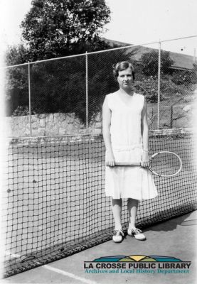 mss072-08-04-Gordon_Gertrude_Salzer_tennis_derivative_credit_300dpi.jpg